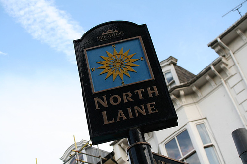 Photo of a city sign welcoming visitors to the North Laine.